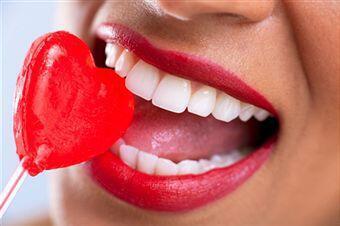 Răng sứ thẩm mỹ tại sao không