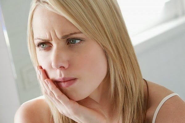 Bọc răng sứ Cercon có khó chịu không?