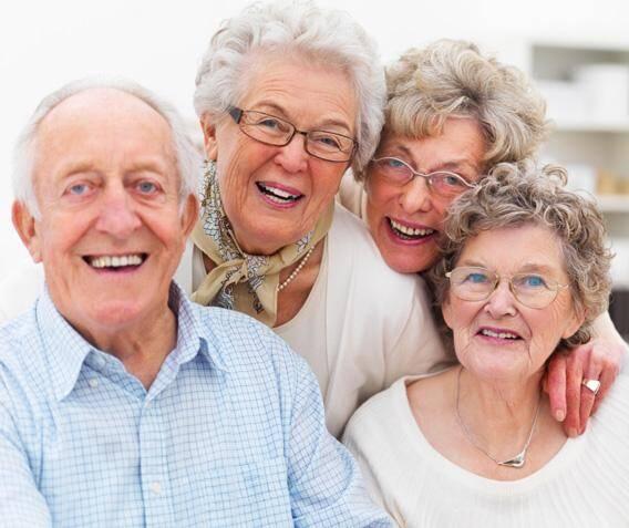 Bọc răng sứ Titan cho người cao tuổi có tốt hay không?