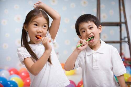Khi nào nên lấy cao răng cho con trẻ