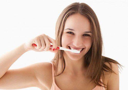Nguyên nhân khiến men răng bị tổn thương