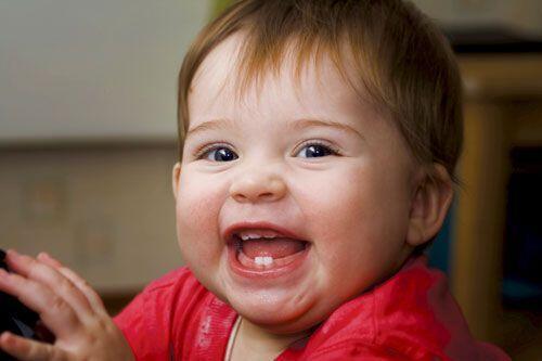 Cách phân biệt răng sữa và răng vĩnh viễn