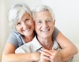 cấy ghép implant cho người lớn tuổi có nguy hiểm không