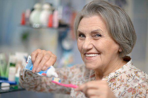 chăm sóc răng cho người lớn tuổi
