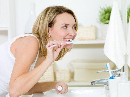 Chăm sóc răng implant thế nào sau phục hình ?