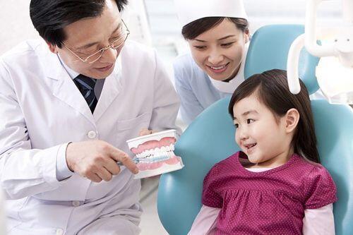 Tuổi mọc và thay răng của bé