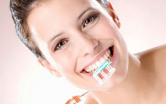 Chăm sóc răng sứ kim loại như thế nào để giữ độ bền chắc?