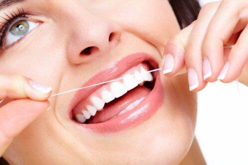 Chảy máu chân răng có gây hôi miệng không ?
