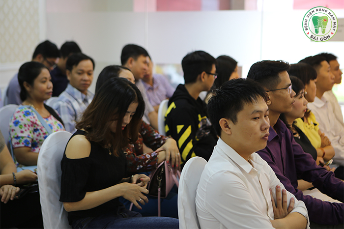 """""""Cháy""""ghế dự Hội thảo Niềng Răng Toàn Diện Thanh Thiếu Niên chỉ sau 1 tuần công bố"""