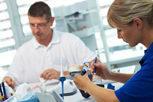 Đội ngũ Labo sản xuất răng sứ Cercon