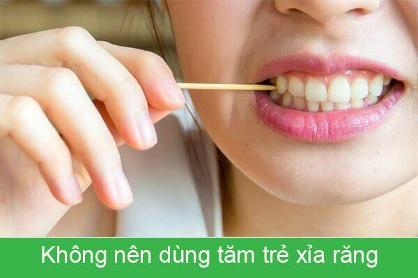 không dùng tăm xỉa răng