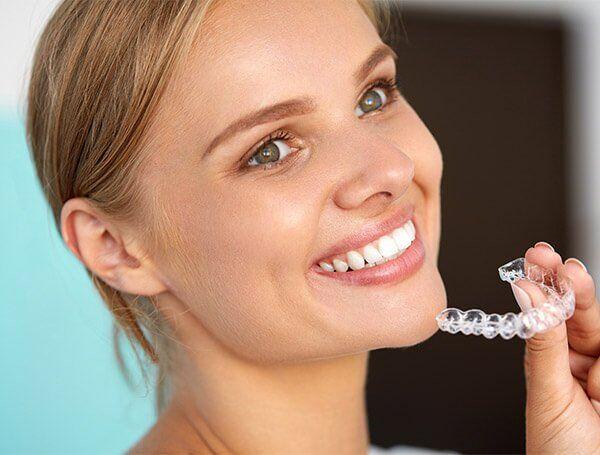 niềng răng invisalign không mắc cài