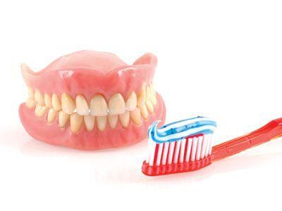 Khi mang hàm giả chăm sóc răng miệng có gì đặc biệt