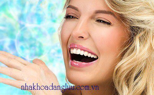Làm trắng răng cấp tốc bằng oxy già