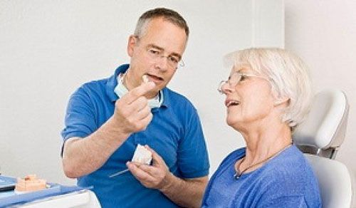 Người già và bệnh răng miệng thường gặp