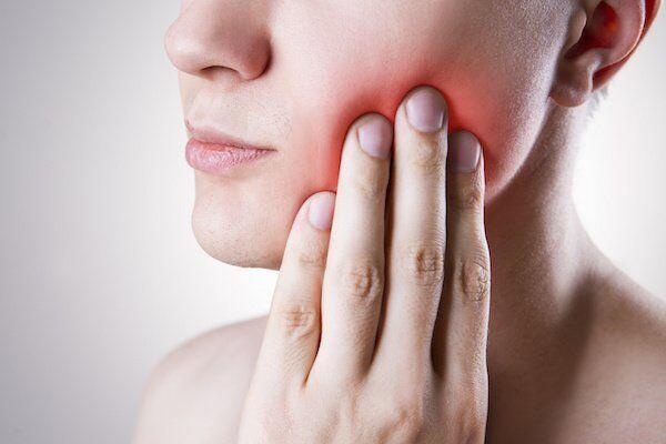 Nguy hiểm từ việc giữ lại răng khôn