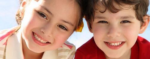 Cách làm sạch răng cơ bản cho trẻ