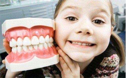 Chiếc răng đầu tiên của trẻ mọc khi nào