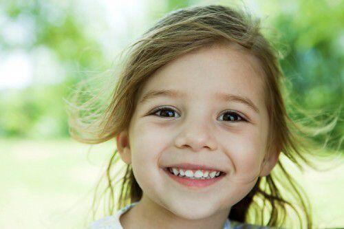 những nguyên nhân khiến răng trẻ bị đổi màu