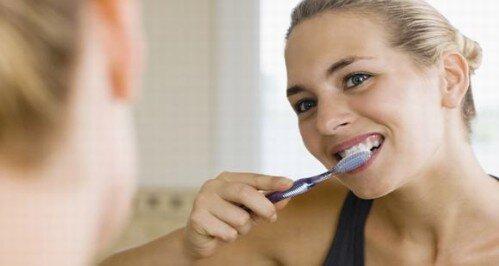 Những vấn đề răng miệng khi mang thai