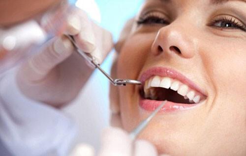 Tẩy trắng cho răng sâu có được không ?