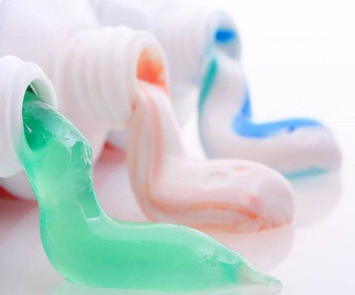 Răng nhạy cảm gây ê buốt nguyên nhân do đâu