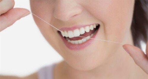 Tuyệt chiêu đơn giản chữa chảy máu chân răng